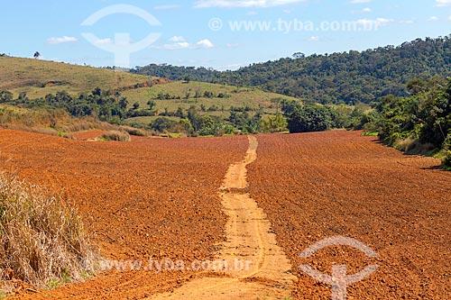 Terra arada para plantio milho na zona rural da cidade de Guarani  - Guarani - Minas Gerais (MG) - Brasil