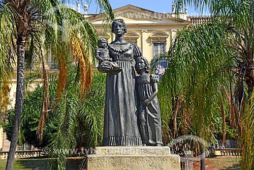 Estátua de Dona Leopoldina de Bragança e Bourbon - Princesa do Brasil - (1997) - estátua de Dona Leopoldina e seus filhos Dona Maria da Glória, que viria a ser rainha de Portugal e Dom Pedro II no colo  - Rio de Janeiro - Rio de Janeiro (RJ) - Brasil