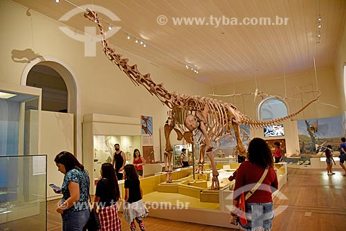 Réplica de fóssil de titanossauro em exibição no Museu Nacional - antigo Paço de São Cristóvão  - Rio de Janeiro - Rio de Janeiro (RJ) - Brasil