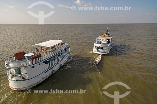 Foto aérea de chalanas - embarcação regional - no Rio Tapajós  - Santarém - Pará (PA) - Brasil