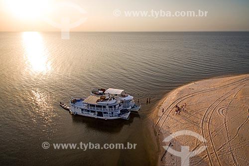 Foto aérea de chalanas - embarcação regional - no Rio Tapajós durante o pôr do sol  - Santarém - Pará (PA) - Brasil