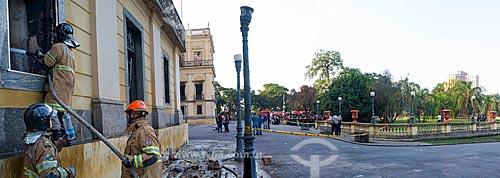 Bombeiros no Museu Nacional - antigo Paço de São Cristóvão - após o incêndio de grandes proporções que destruiu quase a totalidade do acervo histórico  - Rio de Janeiro - Rio de Janeiro (RJ) - Brasil