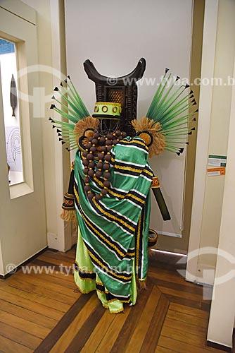 Roupa típica em exposição A diplomacia da amizade, Brasil-Daomé (Benin) em exibição no Museu Nacional - antigo Paço de São Cristóvão  - Rio de Janeiro - Rio de Janeiro (RJ) - Brasil