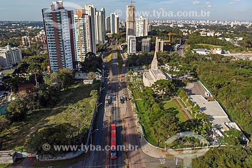 Foto feita com drone de ônibus do Rede Integrada de Transporte Coletivo (RIT) na Rua Heitor Alencar Furtado  - Curitiba - Paraná (PR) - Brasil