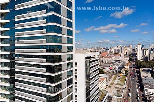 Foto feita com drone do edifício residencial Residence Curitiba na Avenida Sete de Setembro  - Curitiba - Paraná (PR) - Brasil