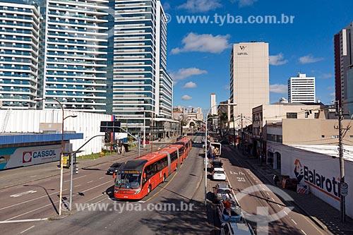 Foto feita com drone de ônibus da Rede Integrada de Transporte Coletivo (RIT) na Avenida Sete de Setembro  - Curitiba - Paraná (PR) - Brasil