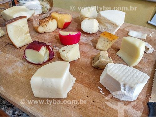 Variedades de queijos em loja na região da Garganta do Registro  - Resende - Rio de Janeiro (RJ) - Brasil