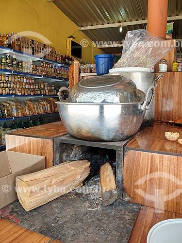 Fogão à lenha em loja na região da Garganta do Registro  - Resende - Rio de Janeiro (RJ) - Brasil