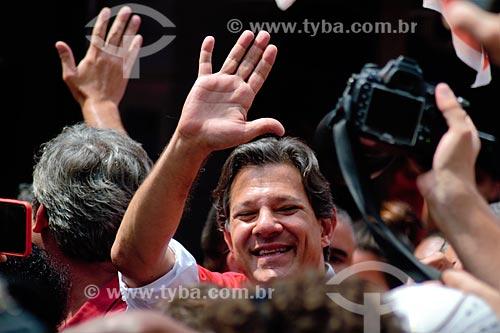 Fernando Haddad - candidato à presidência pelo Partido dos Trabalhadores (PT) - durante caminhada na Favela da Rocinha  - Rio de Janeiro - Rio de Janeiro (RJ) - Brasil