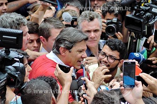 Fernando Haddad - candidato à presidência pelo Partido dos Trabalhadores (PT) - em entrevista coletiva durante caminhada na Favela da Rocinha  - Rio de Janeiro - Rio de Janeiro (RJ) - Brasil