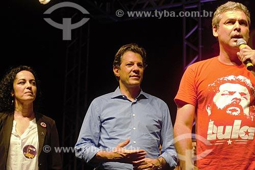 Marcia Tiburi, Fernando Haddad e Lindberg Farias em comício de campanha à presidência pelo Partido dos Trabalhadores (PT) na Cinelândia  - Rio de Janeiro - Rio de Janeiro (RJ) - Brasil