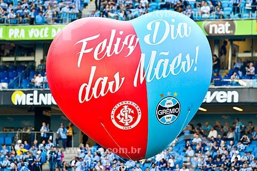 Homenagem da dupla Grenal ao dia das Mães durante o jogo entre Grêmio Foot-Ball Porto Alegrense x Sport Club Internacional no Campeonato Brasileiro 2018 -  Arena do Grêmio  - Porto Alegre - Rio Grande do Sul (RS) - Brasil