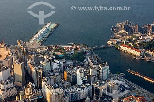 Foto aérea do Museu do Amanhã - à esquerda - e a Ilha das Cobras - à direita  - Rio de Janeiro - Rio de Janeiro (RJ) - Brasil