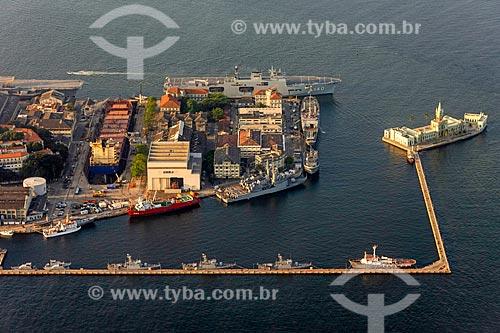 Foto aérea da Ilha das Cobras - à esquerda - com a Ilha Fiscal - à direita  - Rio de Janeiro - Rio de Janeiro (RJ) - Brasil