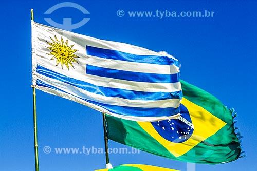 Bandeiras do Uruguai e do Brasil na Praia da Lagoinha  - Florianópolis - Santa Catarina (SC) - Brasil
