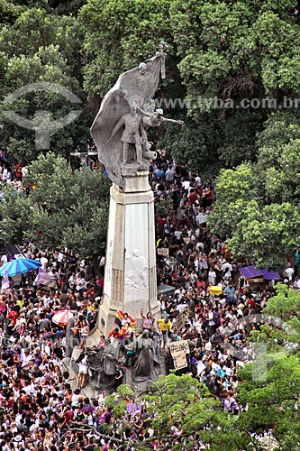 Manifestantes durante a manifestação #EleNão contra o candidato à presidência Jair Bolsonaro ao redor da Monumento ao Marechal Floriano Peixoto (1910)  - Rio de Janeiro - Rio de Janeiro (RJ) - Brasil