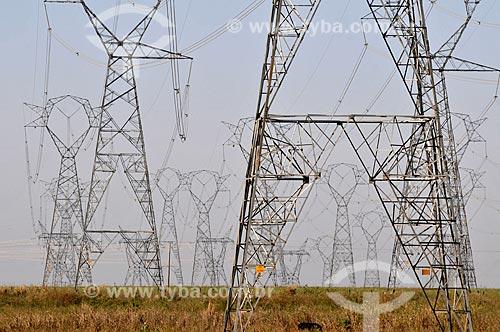 Torres de transmissão da Usina Hidrelétrica de Marimbondo  - Fronteira - Minas Gerais (MG) - Brasil