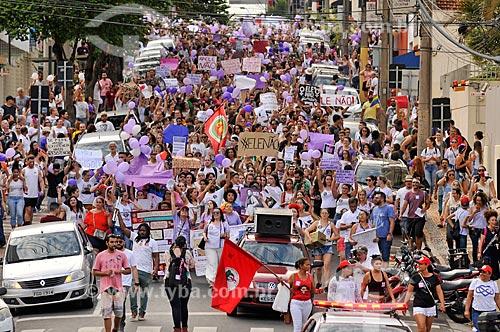 Manifestantes durante a manifestação #EleNão contra o candidato à presidência Jair Bolsonaro  - São José do Rio Preto - São Paulo (SP) - Brasil