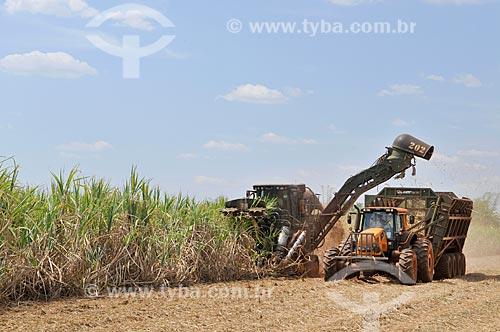 Colheita mecanizada de cana-de-açúcar  - Frutal - Minas Gerais (MG) - Brasil