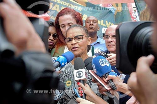 Marina Silva candidata à presidência pelo Rede Sustentabilidade (REDE) durante entrevista próximo ao Shopping dos Jeans  - São João de Meriti - Rio de Janeiro (RJ) - Brasil