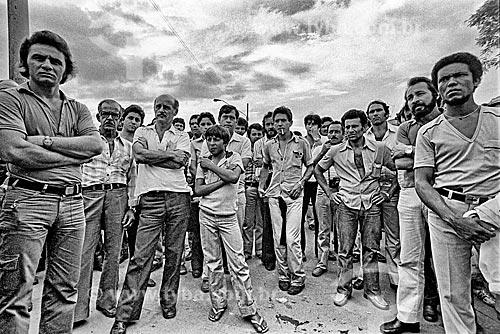 Detalhe de sindicalistas durante assembleia em frente à fábrica da montadora Volkswagen  - São Bernardo do Campo - São Paulo (SP) - Brasil