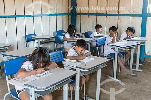 Interior de sala de aula da educação básica na aldeia Aiha da tribo Kalapalo - ACRÉSCIMO DE 100% SOBRE O VALOR DE TABELA  - Querência - Mato Grosso (MT) - Brasil