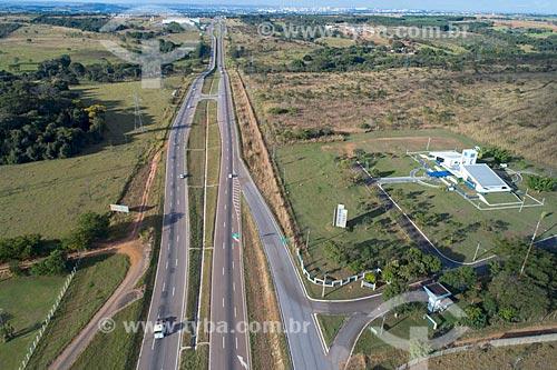 Foto feita com drone da Rodovia BR-060 com o  Centro Regional de Ciências Nucleares do Centro-Oeste (CRCN-CO) da Comissão Nacional de Energia Nuclear (CNEN) à direita  - Abadia de Goiás - Goiás (GO) - Brasil