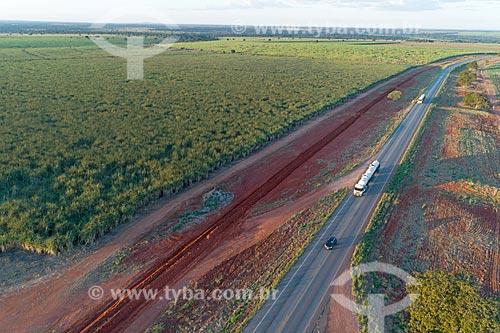 Foto feita com drone de trecho da Rodovia BR-070 durante o pôr do sol  - Montes Claros de Goiás - Goiás (GO) - Brasil