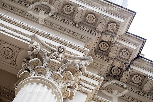 Detalhe da fachada da Academia Brasileira de Letras (ABL) - 1922 - prédio construído para abrigar o Pavilhão da França durante a Exposição Internacional Comemorativa do Centenário da Independência do Brasil  - Rio de Janeiro - Rio de Janeiro (RJ) - Brasil