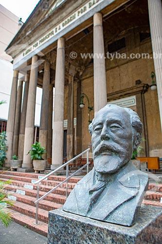 Busto de Miguel Lemos na entrada da Igreja Positivista do Brasil (1897) - também conhecido como Templo da Humanidade  - Rio de Janeiro - Rio de Janeiro (RJ) - Brasil