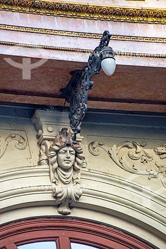 Detalhe da fachada do antigo prédio da Caixa de Amortização (1906) - hoje abriga a Gerência do Meio Circulante (MECIR) do Banco Central  - Rio de Janeiro - Rio de Janeiro (RJ) - Brasil