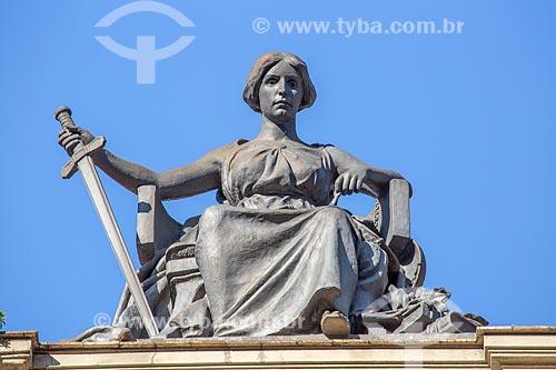 Estátua A Justiça de Mathurin Moreau em cima do Centro Cultural Justiça Federal (1909)  - Rio de Janeiro - Rio de Janeiro (RJ) - Brasil