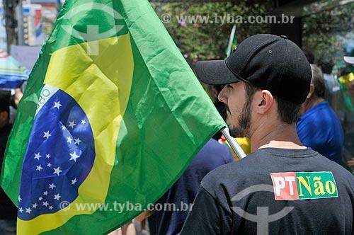 Detalhe de manifestante durante manifestação em apoio ao candidato à presidência Jair Bolsonaro  - São José do Rio Preto - São Paulo (SP) - Brasil