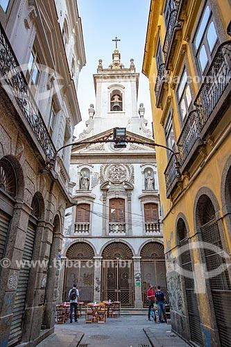 Vista da Rua dos Mercadores com a Igreja de Nossa Senhora da Lapa dos Mercadores (1766) ao fundo  - Rio de Janeiro - Rio de Janeiro (RJ) - Brasil
