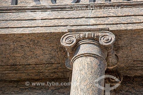 Detalhe de coluna na fachada do prédio do Campus Praia Vermelha da Universidade Federal do Rio de Janeiro  - Rio de Janeiro - Rio de Janeiro (RJ) - Brasil