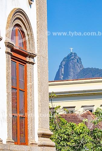 Fachada do Museu de Ciências da Terra - vinculado ao Departamento Nacional de Produção Mineral com o Cristo Redentor ao fundo  - Rio de Janeiro - Rio de Janeiro (RJ) - Brasil