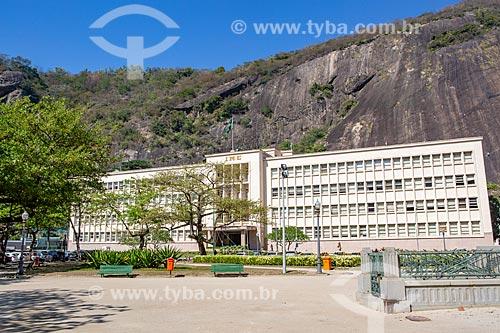 Fachada do Instituto Militar de Engenharia com o Morro da Babilônia ao fundo  - Rio de Janeiro - Rio de Janeiro (RJ) - Brasil