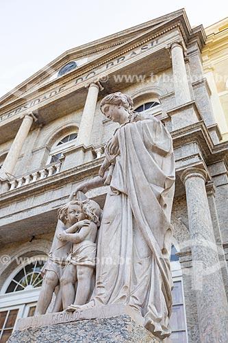 Detalhe da Estátua da Caridade em frente ao prédio do Campus Praia Vermelha da Universidade Federal do Rio de Janeiro  - Rio de Janeiro - Rio de Janeiro (RJ) - Brasil