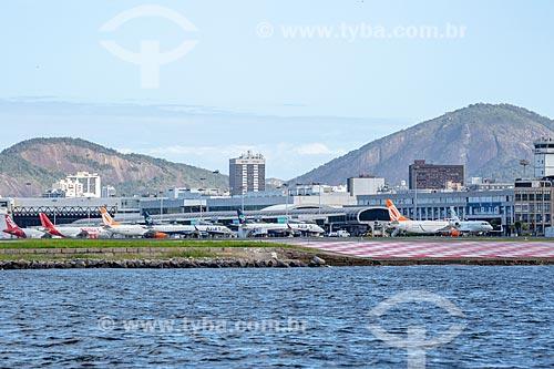 Vista da pista do Aeroporto Santos Dumont a partir da Baía de Guanabara  - Rio de Janeiro - Rio de Janeiro (RJ) - Brasil