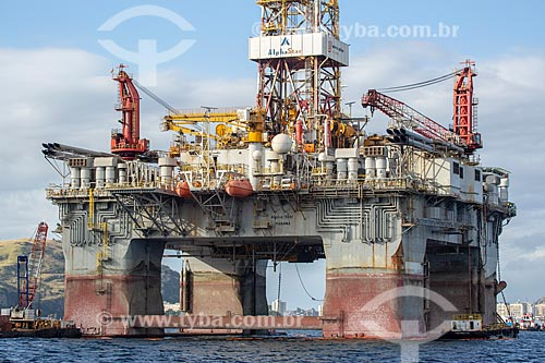 Vista de plataforma de petróleo na Baía de Guanabara  - Rio de Janeiro - Rio de Janeiro (RJ) - Brasil