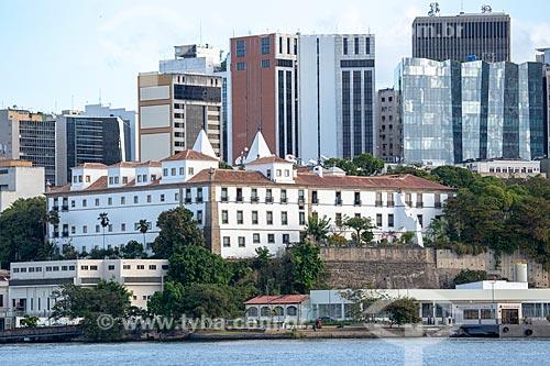 Vista do Mosteiro de São Bento (1671) a partir da Baía de Guanabara com os prédios do centro do Rio de Janeiro ao fundo  - Rio de Janeiro - Rio de Janeiro (RJ) - Brasil