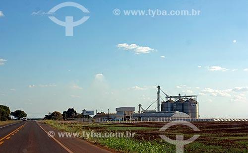 Silo da Cooperalfa às margens da Rodovia BR-060 próximo à Sidrolândia  - Sidrolândia - Mato Grosso do Sul (MS) - Brasil
