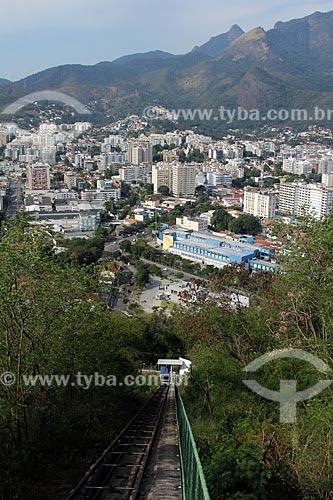 Vista do RioShopping a partir do pátio da Igreja de Nossa Senhora da Penna (Século XVIII) no Morro da Penna com o Parque Nacional da Tijuca ao fundo  - Rio de Janeiro - Rio de Janeiro (RJ) - Brasil