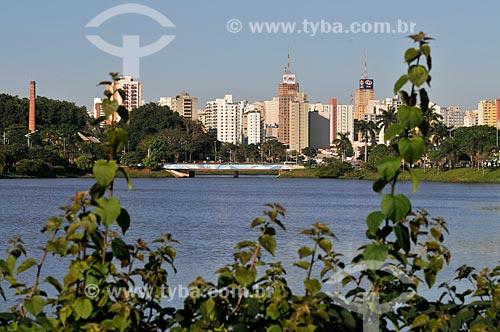 Vista da Represa Municipal de São José do Rio Preto com prédios ao fundo  - São José do Rio Preto - São Paulo (SP) - Brasil