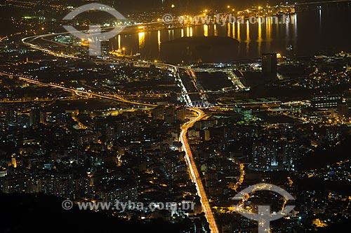 Vista do Viaduto Engenheiro Freyssinet (1974) - também conhecido como Viaduto da Paulo de Frontin a partir do Cristo Redentor durante a noite  - Rio de Janeiro - Rio de Janeiro (RJ) - Brasil