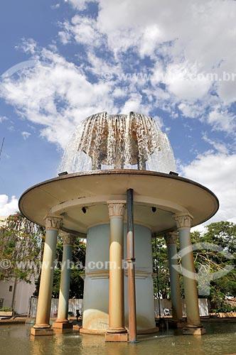 Aerador em frente ao Palácio das Águas - estação de tratamento de água  - São José do Rio Preto - São Paulo (SP) - Brasil