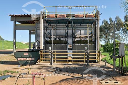 Detalhe de etapa 1 do tratamento de esgoto - tratamento grosseiro - na Estação de Tratamento de Esgoto de São José do Rio Preto  - São José do Rio Preto - São Paulo (SP) - Brasil