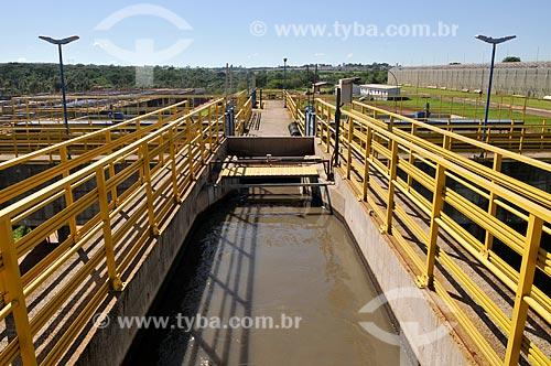 Detalhe de etapa 3 do tratamento de esgoto - tanque de desarenação - na Estação de Tratamento de Esgoto de São José do Rio Preto  - São José do Rio Preto - São Paulo (SP) - Brasil