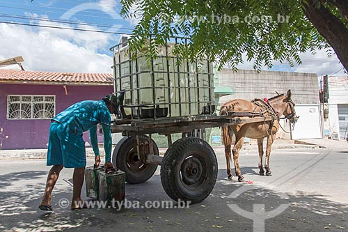 Carroceiros com tanque de água para vender  - Quixadá - Ceará (CE) - Brasil