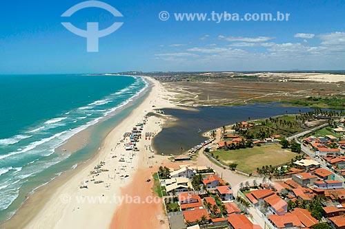 Foto feita com drone da orla da Prainha com a Lagoa Maceió - foz do Rio Catu  - Aquiraz - Ceará (CE) - Brasil